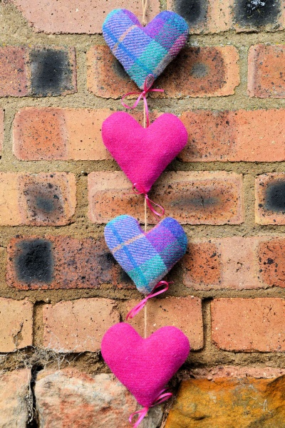 Harris Tweed Heart Trail Pink