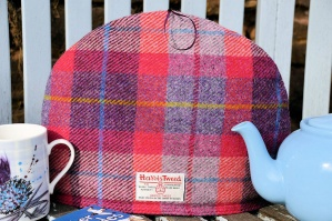 Harris Tweed Tea Cosy Dark Raspberry Tartan
